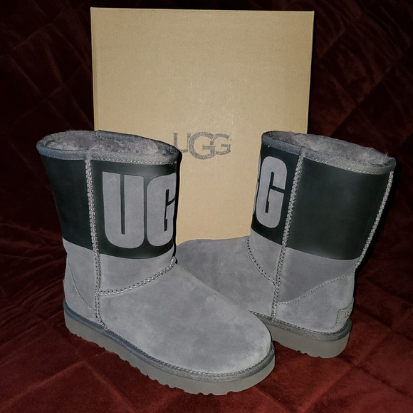 UGG Shoes - ❌SOLD❌ 🆕 Women's UGG Classic Short Boots Blk Gray